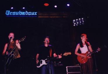 EPK Twigs_Singers Linda and Laura at Troubadour 3